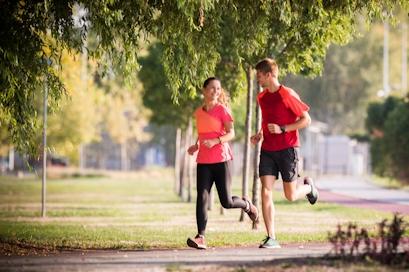 Tenez les virus à distance avec de la vitamine C avant le jour du marathon