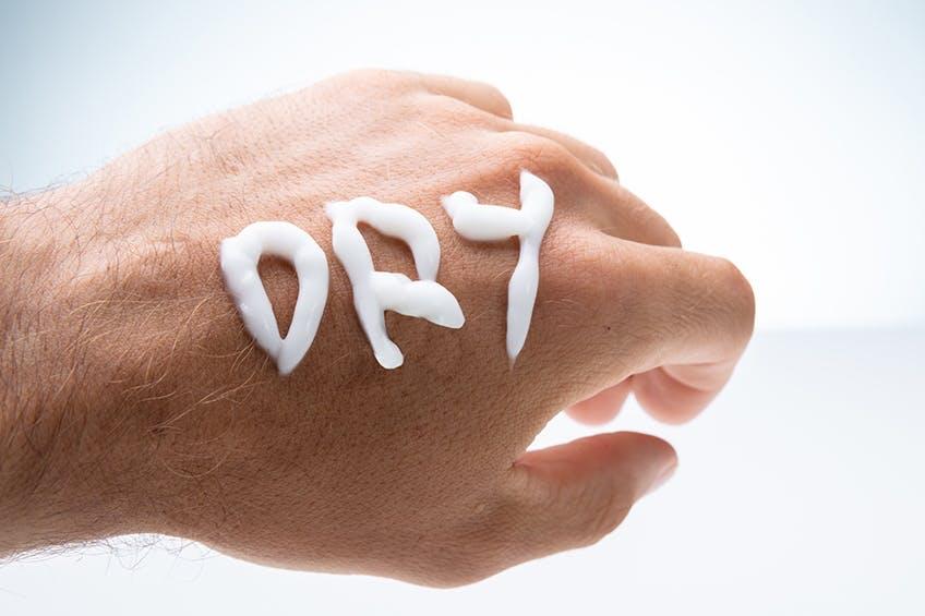 Il piano nutrizionale in quattro fasi per risolvere i problemi della pelle